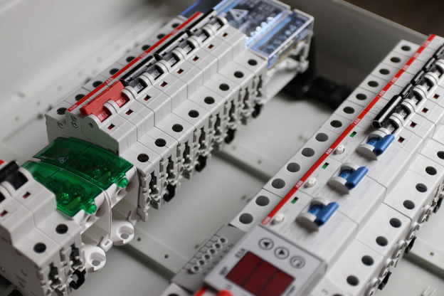 Circuit Breakers vs. Fuse Box: Everything You Need to Know in 2021